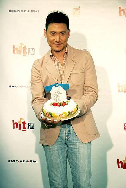學友愛吃甜食,歌迷送蛋糕感謝分享心事.jpg