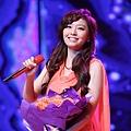 张靓颖首唱新歌《改变》《爱就爱》受到哈尔滨学子热烈反响.jpg