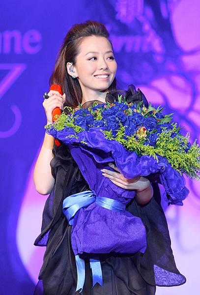 3.张靓颖2011年度大碟《改变》发布.jpg