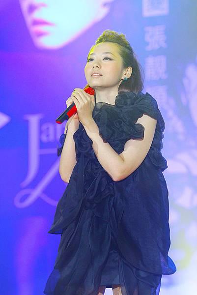 2.张靓颖2011年度大碟《改变》发布.jpg