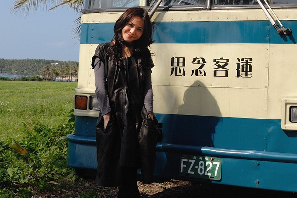 梁文音MV公車.jpg