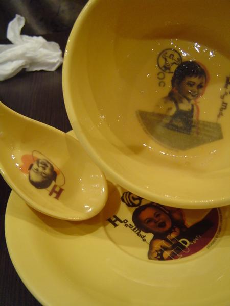 所用碗盤可不馬虎
