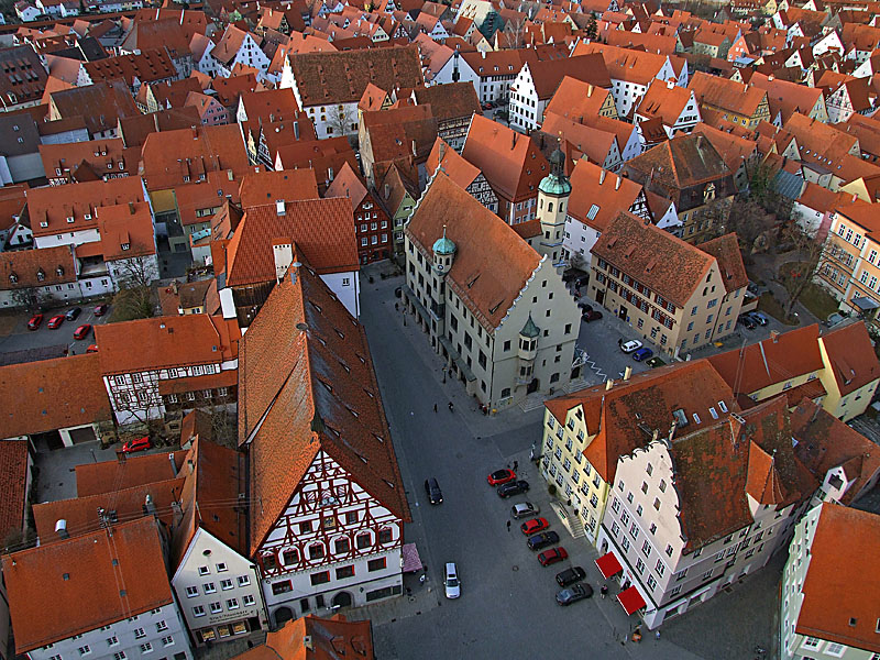 Noerdlingen_town_hall_from_Daniel.jpg