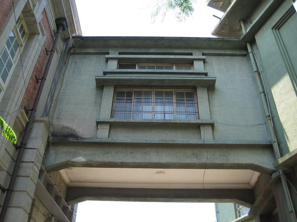 1024px-原臺南州會與州廳間的天橋.JPG