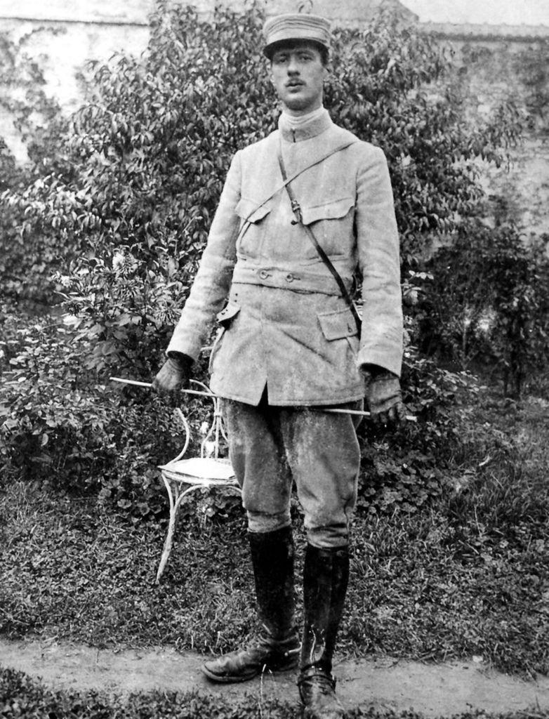 De Gaulle Young-4.jpg
