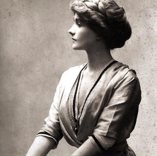 coco-chanel-1906.jpg