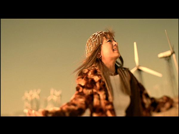 滨崎步Ayumi.Hamasaki.-.DEAREST.2001.MV-shot0002.png