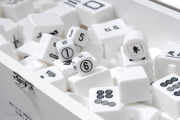 maison-martin-margiela-mahjong-set-3.jpg