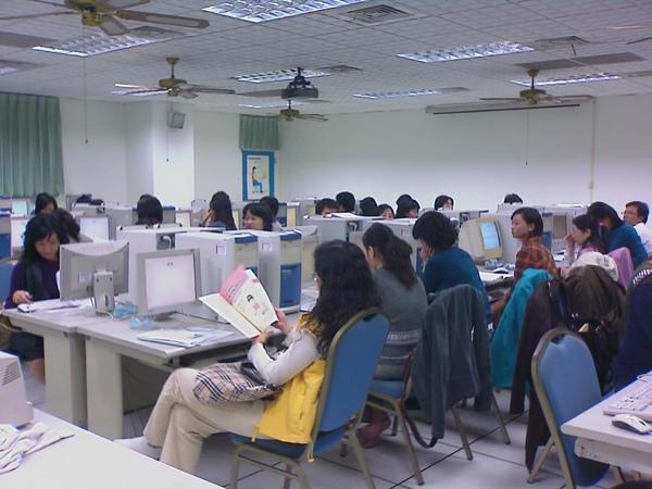 有些老師遠從屏東或台南而來