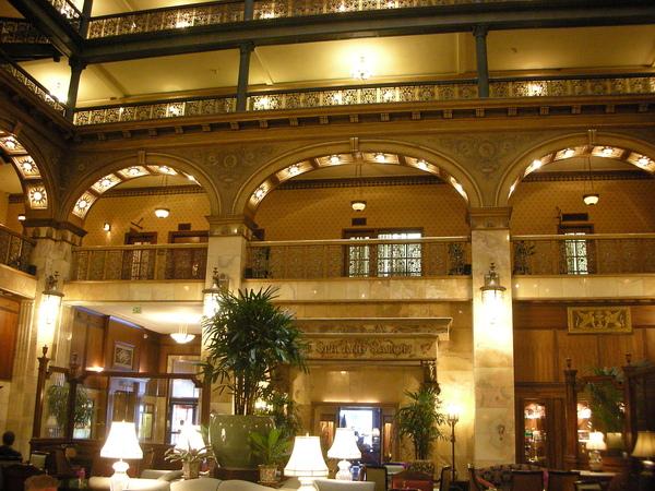 150年的飯店,在當時就有電力系統以及running water