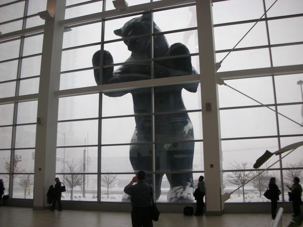 Convention Center外的大熊