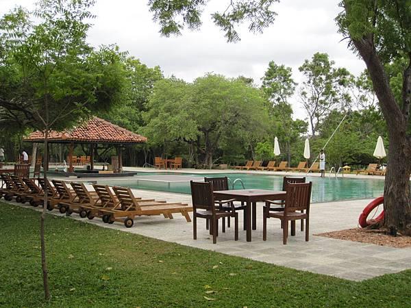另一個靠近湖泊的飯店