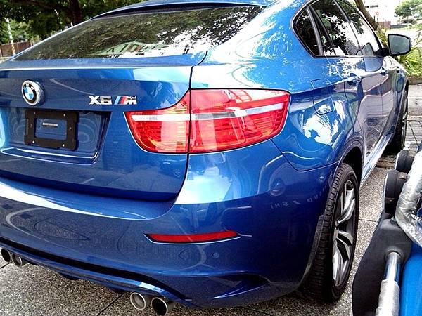 2012_BMW_X6M_2
