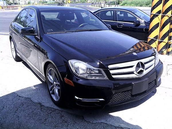 桃園李先生委託Car2TW從美國進口中古車黑色2012年分賓士C250