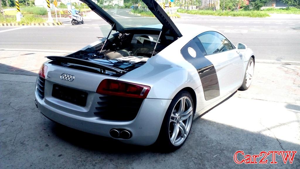Audi_R8_4.2_11
