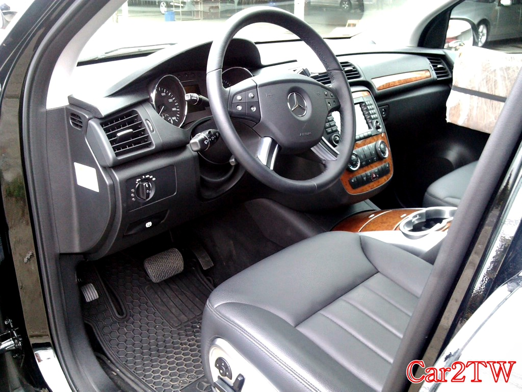 Benz_R350_10
