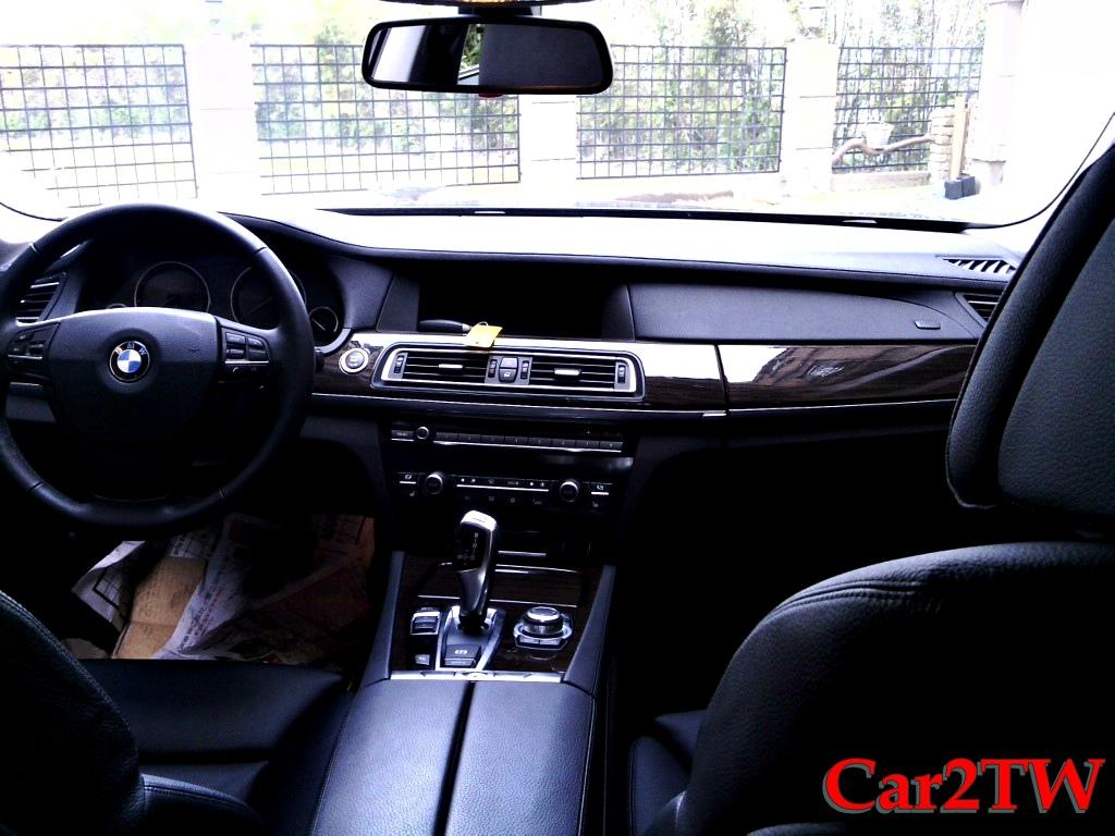 2011_BMW_740i_F01_F02_1