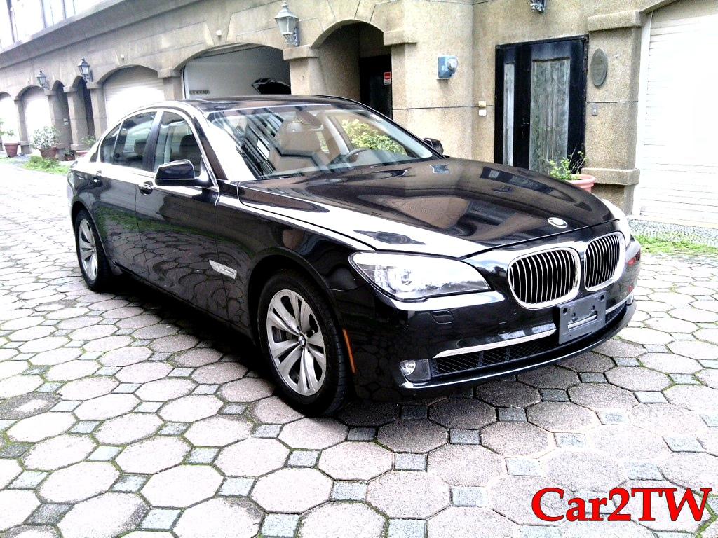 2011_BMW_740i_F01_F02_4