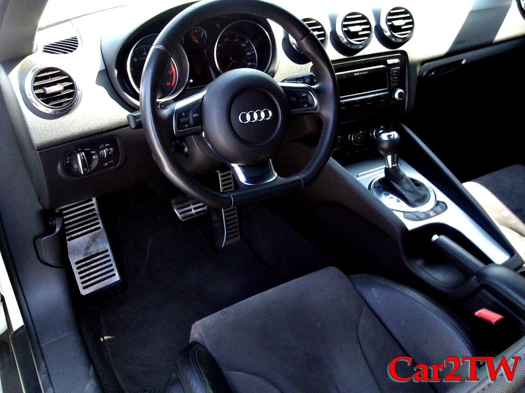 2011_Audi_TT_2