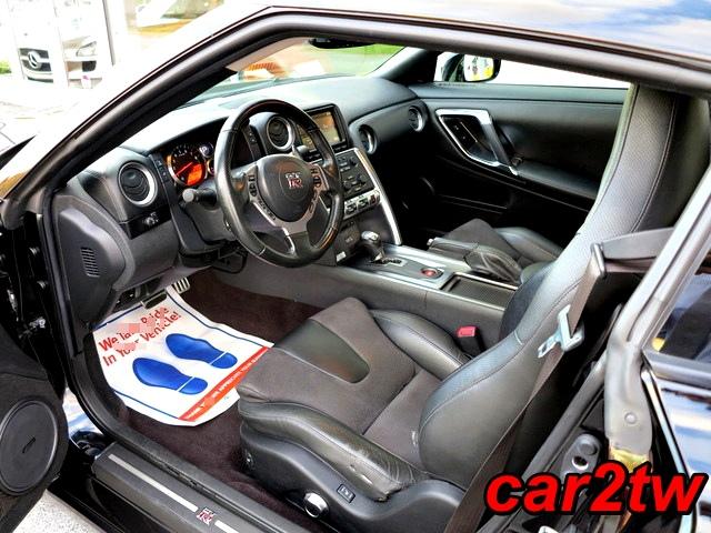 2009-Nissan-GTR-4