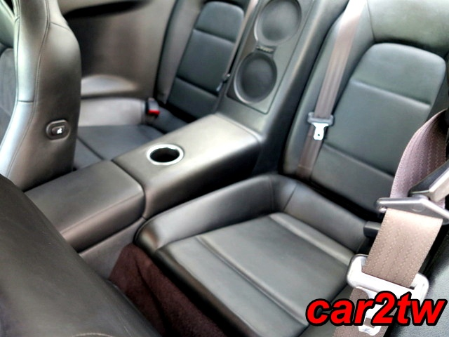 2009-Nissan-GTR-17