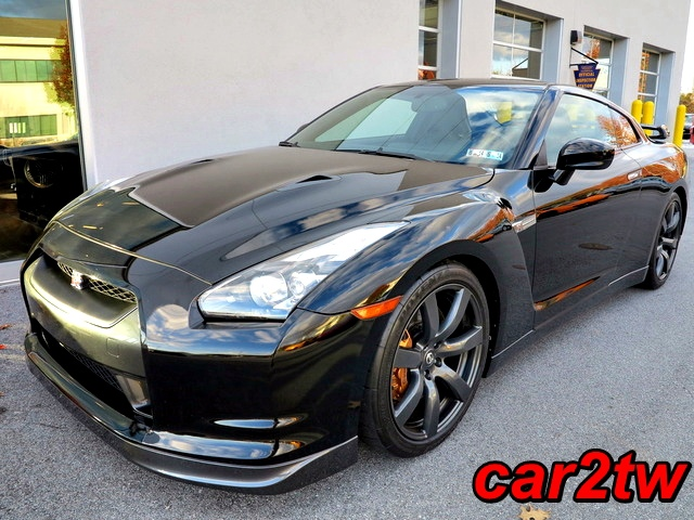 2009-Nissan-GTR-8