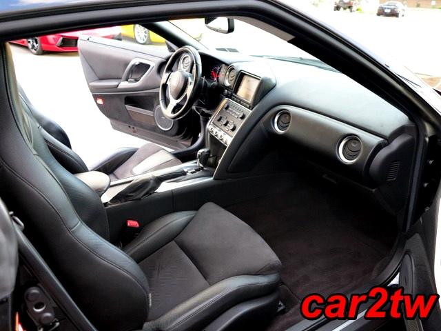 2009-Nissan-GTR-13