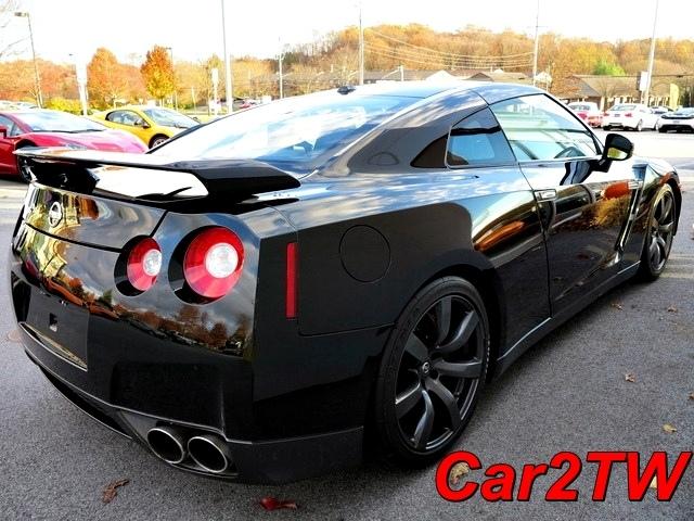 2009-Nissan-GTR-7