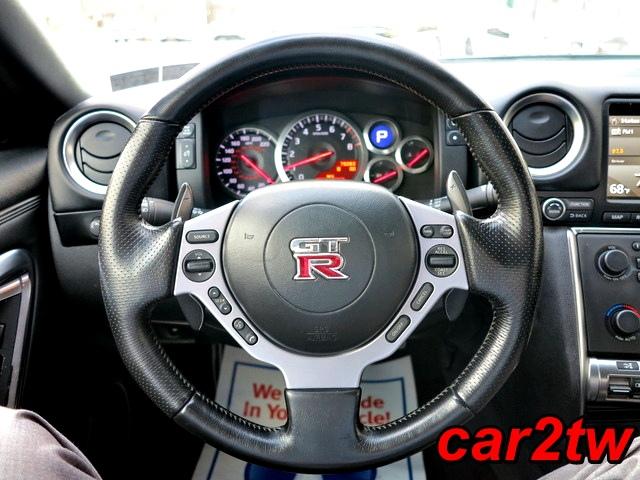 2009-Nissan-GTR-5
