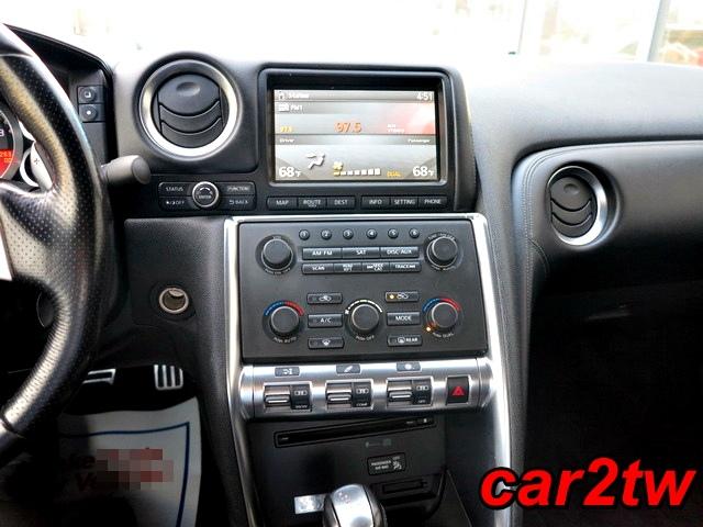 2009-Nissan-GTR-14