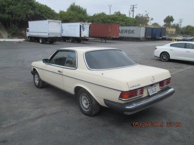 這台1981年賓士BENZ 280 CE可是車主莊先生的寶貝骨董車一定要運回來台灣收藏,聽說台灣要開放古董車可以領牌上路莊先生應該很期待吧。帶車回台灣
