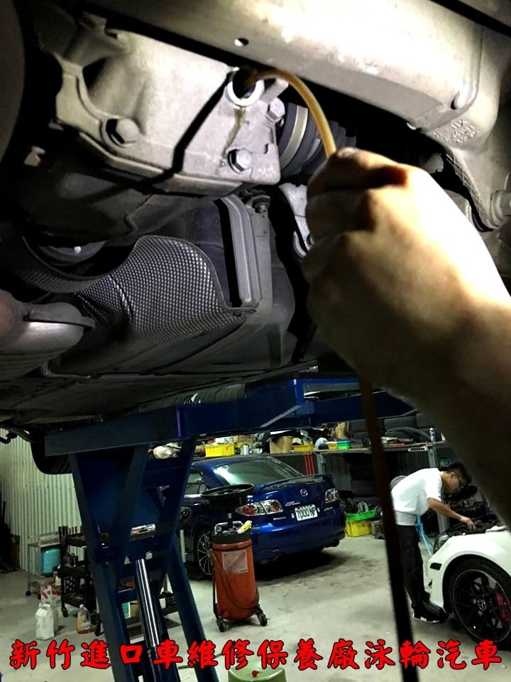 差速器油多久更換一次?BMW賓士原廠都建議不用更換,但是泳輪技師建議還是在每兩年更換變速箱油的時候更換差速器油,因為更換差速器油費用也不高,大家可以試試看,更換過差速器油之後,車輛開起來真的滑順很多。