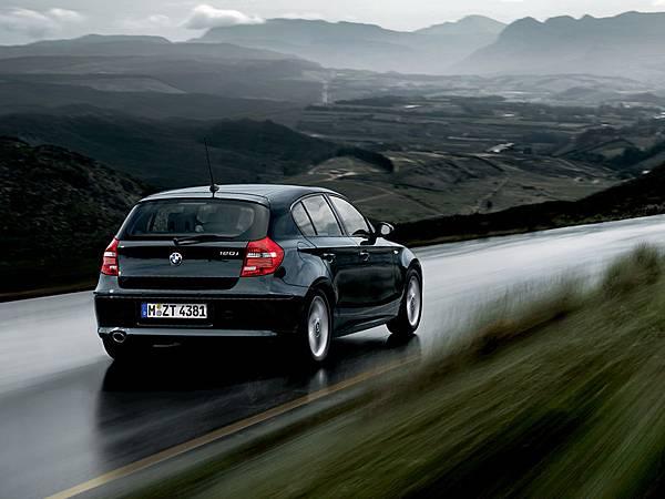 BMW-120i-車尾