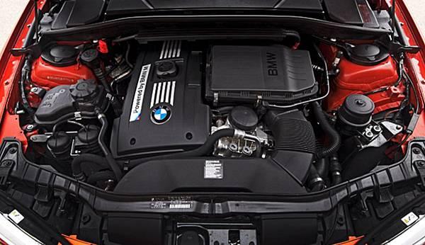 BMW-120i-引擎