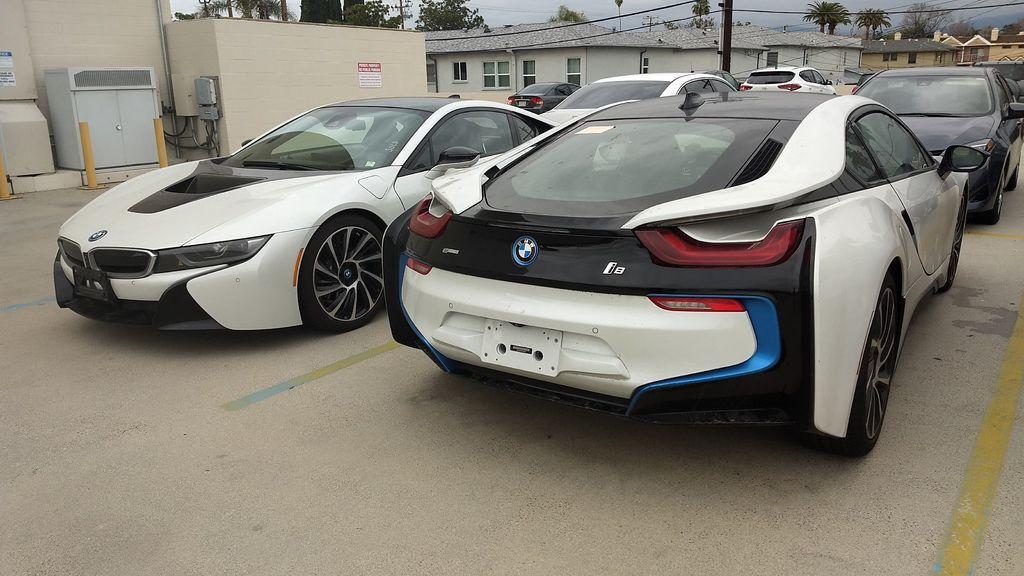 BMW I8油電車可以運回台灣嗎?BMW I8運車回台灣費用要多少錢?BMW I8運車回台灣關稅要繳交多少錢?委託Car2TW代辦進口一台BMW I8總共要花多少費用呢?因為油電車的關稅優惠沒有了,之前BMW I8本來運回台灣可以享有關稅減半優惠,但是現在跟其他車款進口車一樣都需要繳交17.5%進口車關稅及25%貨物稅,以這一台2014 BMW I8舉例說明關稅及費用計算方式,BMW I8運車回台灣關稅約80萬台幣,其他費用包含海運驗車及拖車費用大約需要30多萬台幣,台灣BMW I8新車售價約1000萬台幣,所以寄送一台BMW I8回台灣無論是價格費用上面都非常划算