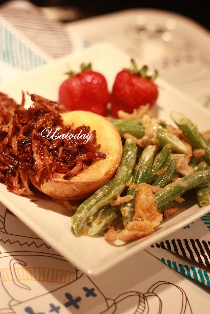 Slow cooked pull pork shoulder with popover 5