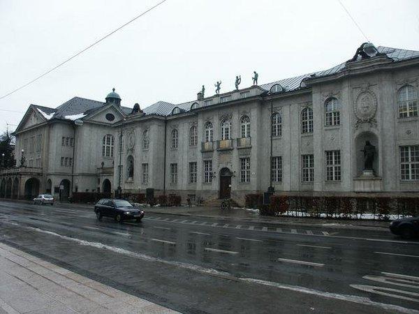 Mozarteum, 2/11