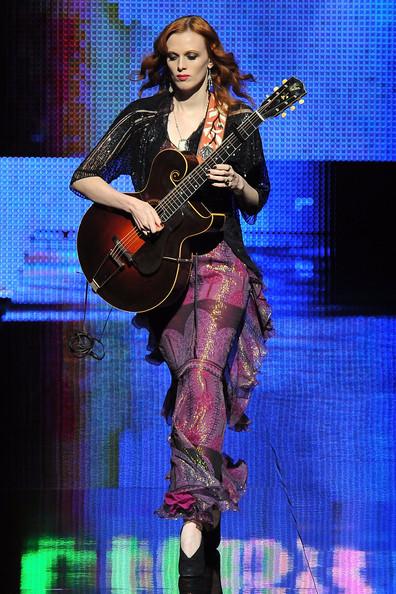 Singer (12)