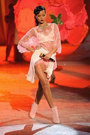 V-Rihanna (1)