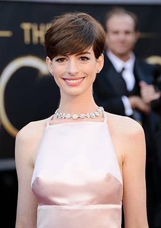 Anne Hathaway2