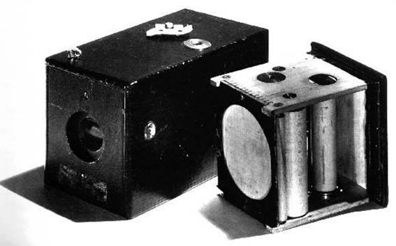 柯達 1888 年推出的膠捲相機  .jpg