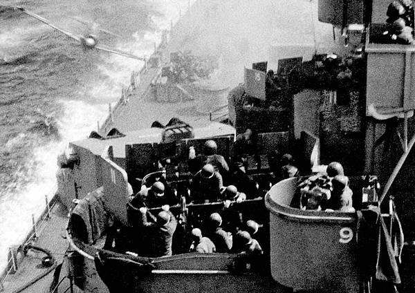 USS-Missouri-Kamikaze.jpg
