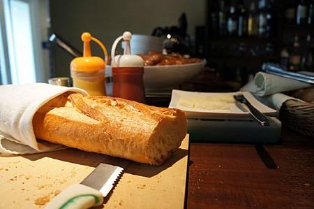 麵包自己切!
