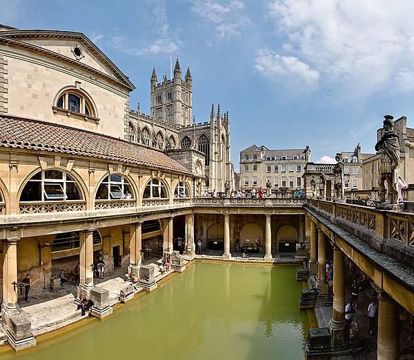 800px-Roman_Baths_in_Bath_Spa,_England_-_July_2006