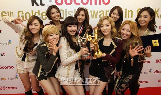 120112 SNSD award.jpg