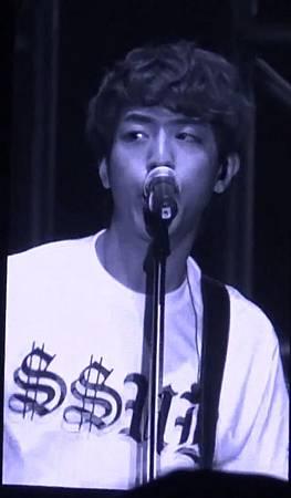 130406 CNBLUE Blue Moon world tour in Taipei Coffee shop 00257257