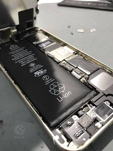 IPHONE 5S電池膨脹了