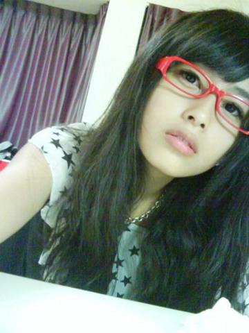 我不知道小質買這眼鏡要幹麻= =+.jpg