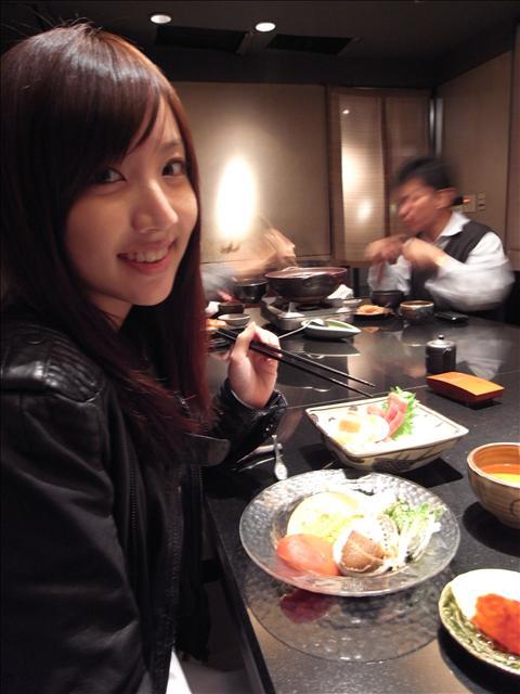 剛剛去撿完我宅宅的劉海!!! 聖誕夜跟姐姐去吃三井.jpg