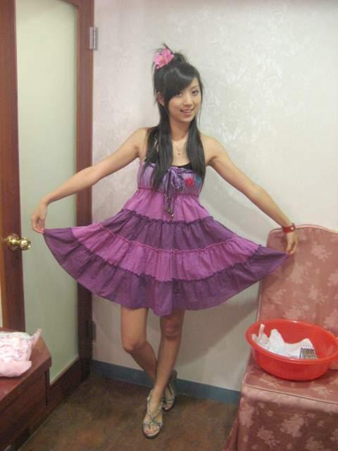 我可愛的紫色洋裝 孔雀開屏.jpg